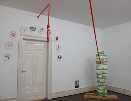Installation Bergungsarbeit, Intervention with a red rope, Pflaster 1-10